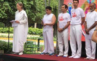 En en Plaza Obelisco en el día del Yoga
